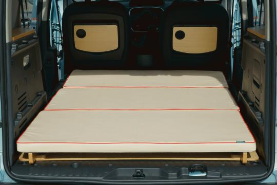 トイファクトリーのカングー用ベッドキット