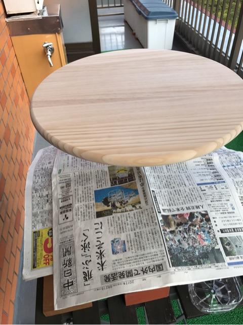 カングーカフェーテーブルの色塗り