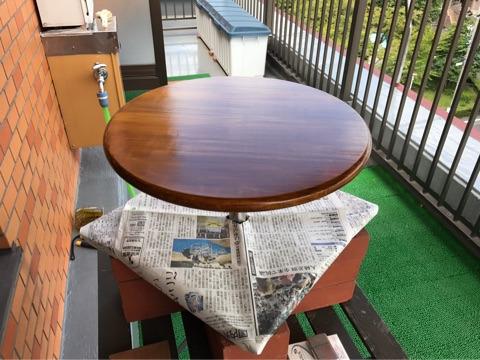 カングーカフェーテーブルの色塗り2