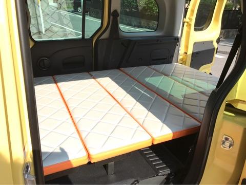カングーの車中泊におすすめのベッドキット|取り付け体験談と展開方法(一部自作あり)