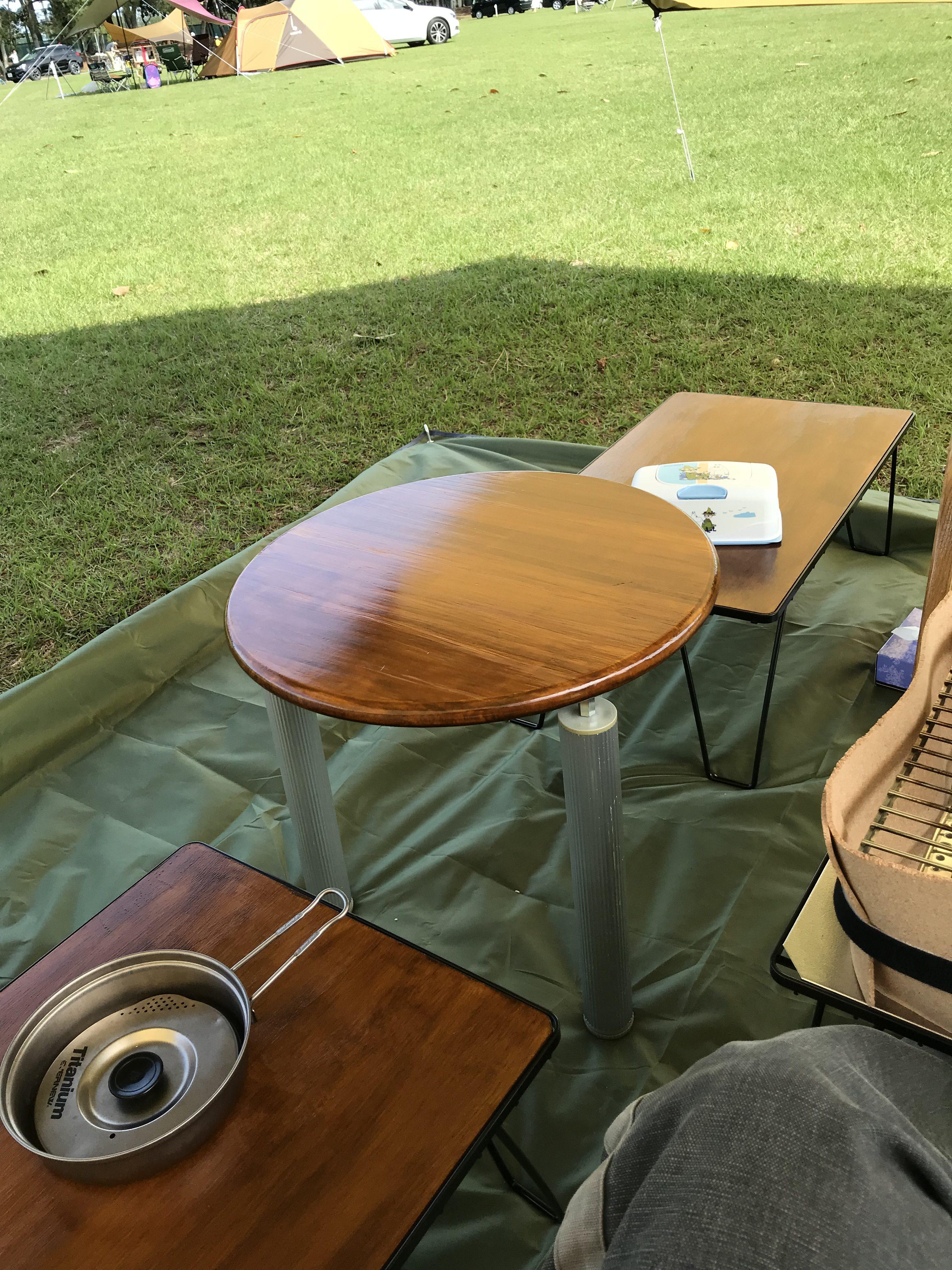 カングーのカフェテーブル使用シーン2