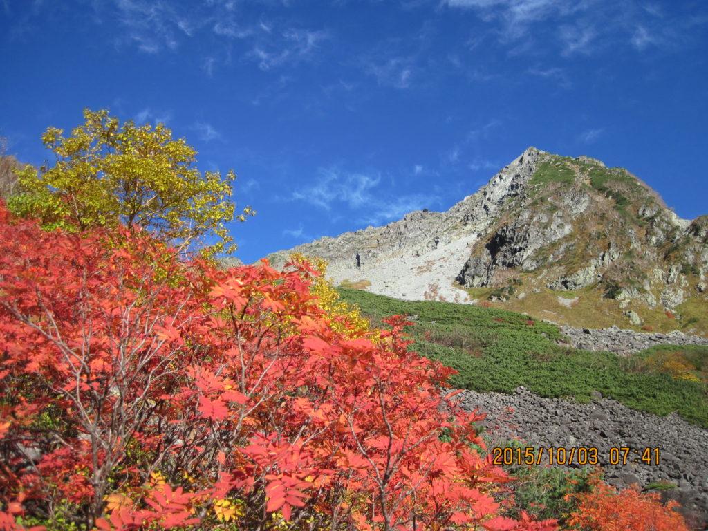 涸沢カールの紅葉時期の混雑を回避する方法|2つの穴場ルートを紹介