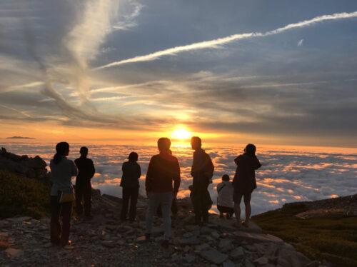 笠ヶ岳の夕陽と雲海