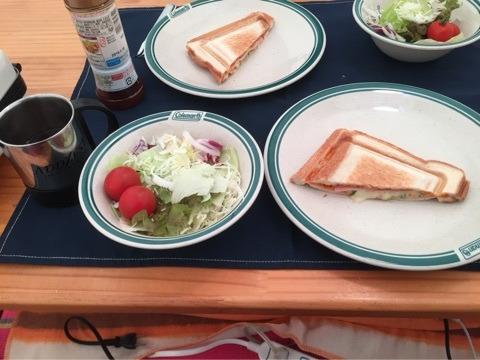 朝食にホットサンド