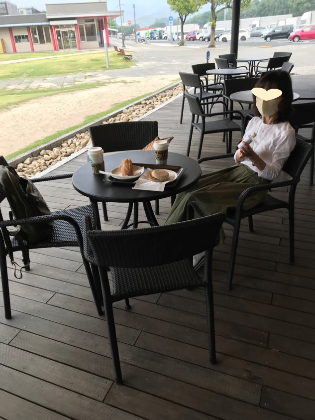 宮島サービスエリアのスタバで朝食