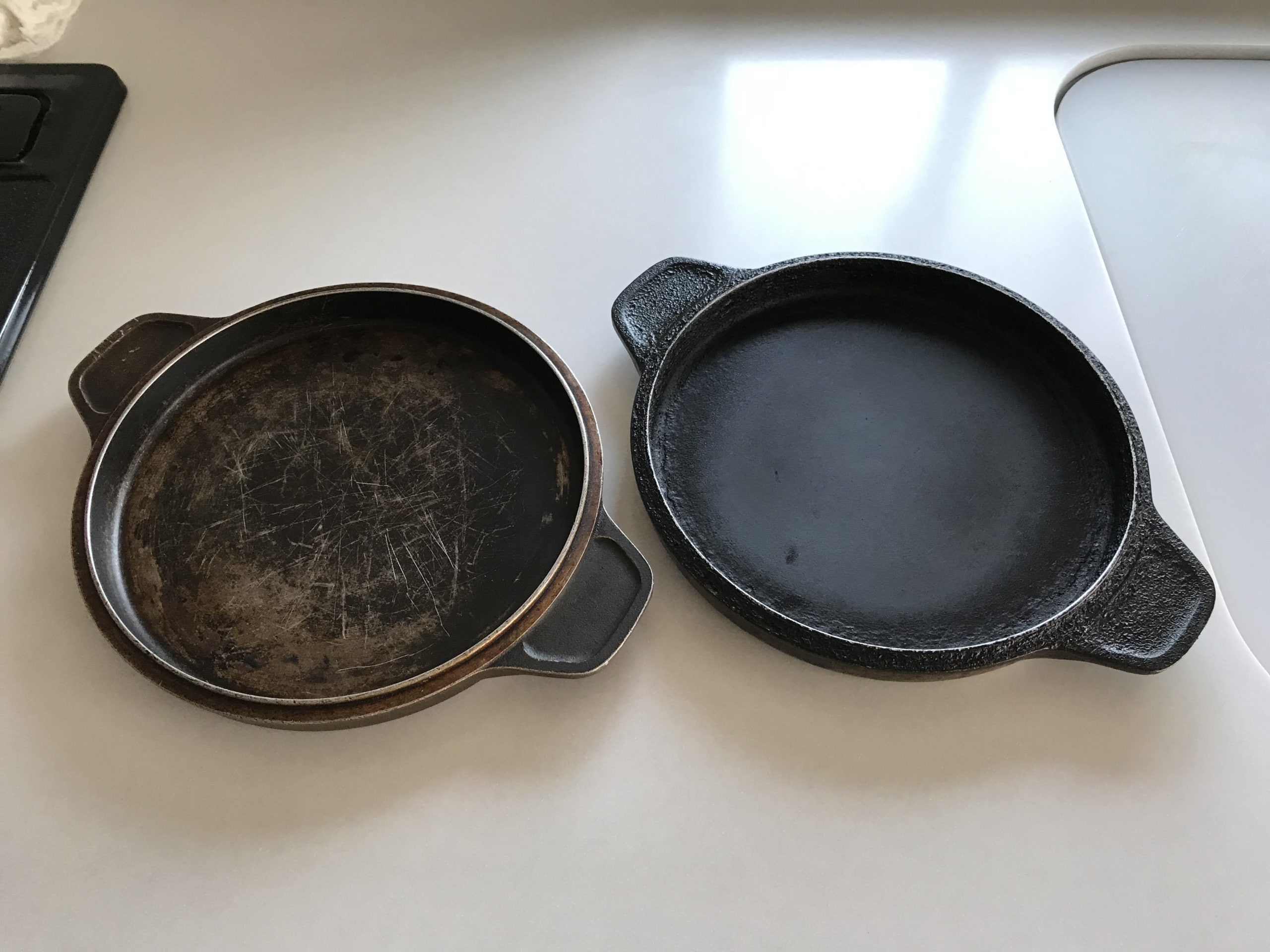 ピザ窯の代用品1:鉄鍋の蓋(2枚)