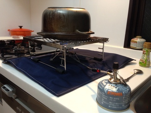 鉄鍋を逆さまにしてピザ窯に代用
