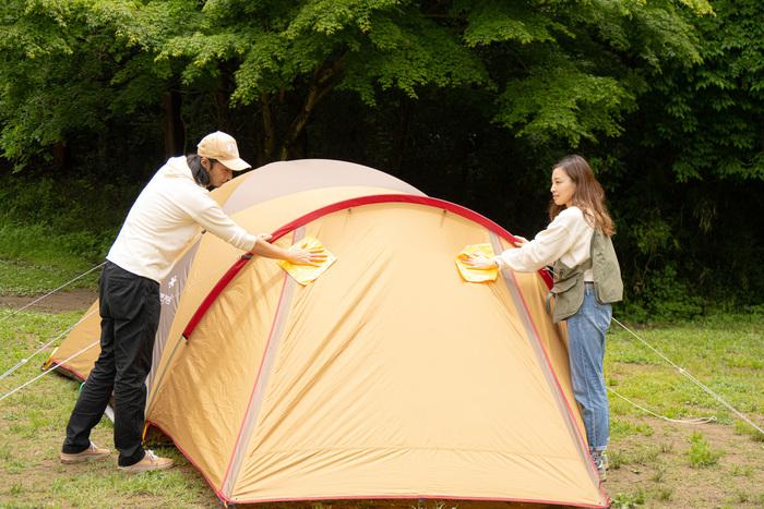 テントを拭く