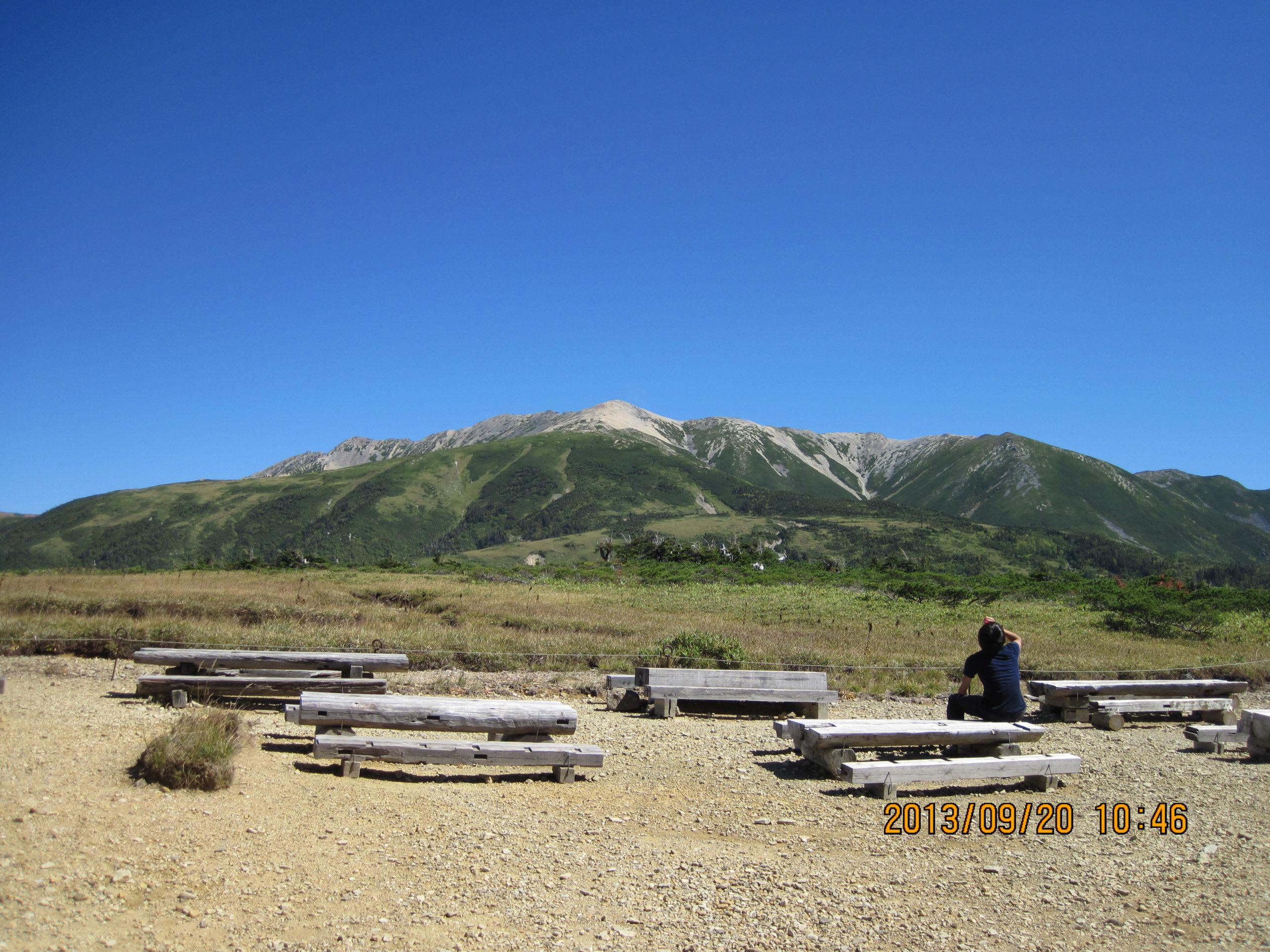 薬師岳を見上げる