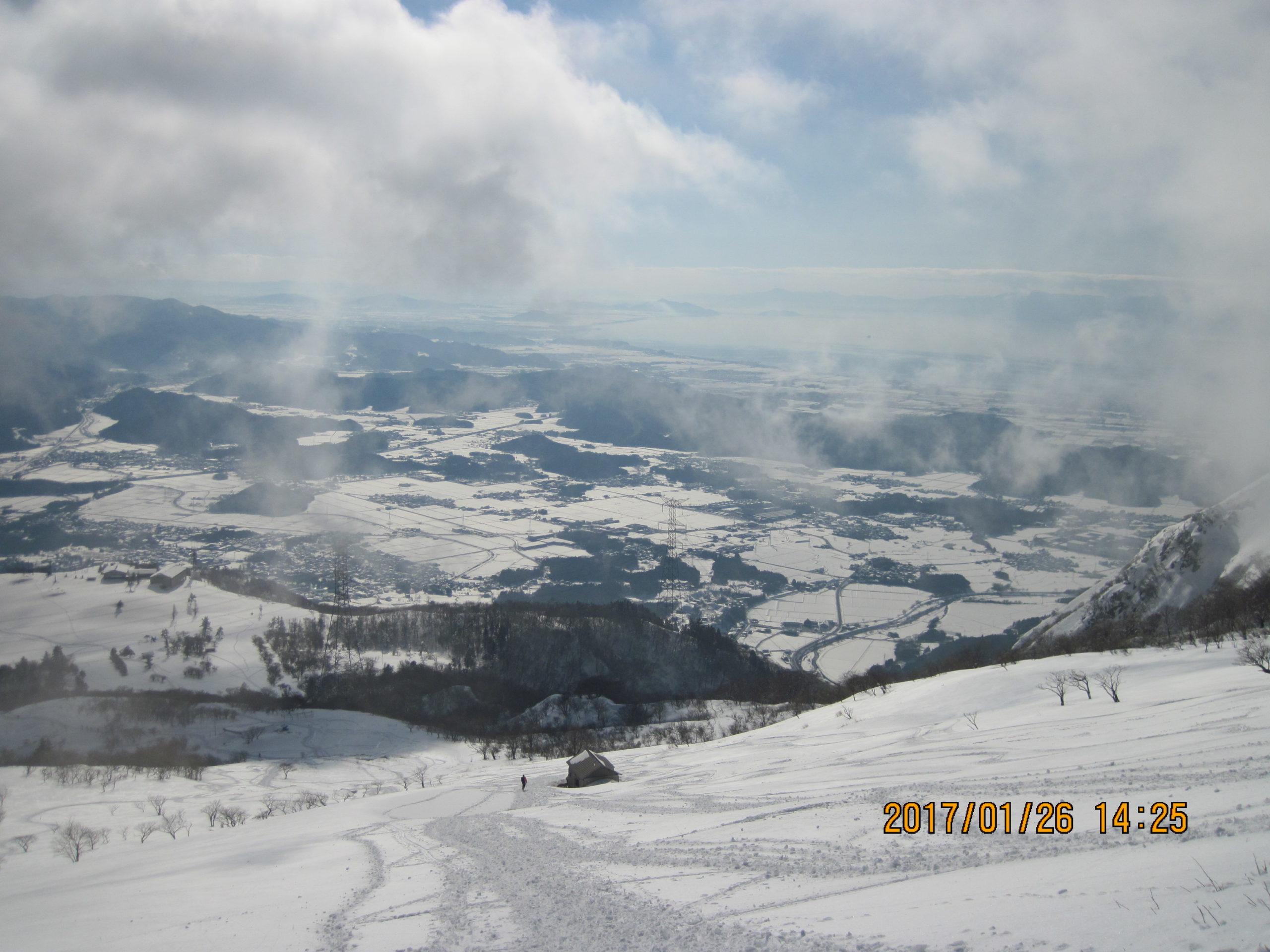 伊吹山で冬登山|スノーシューで滑走