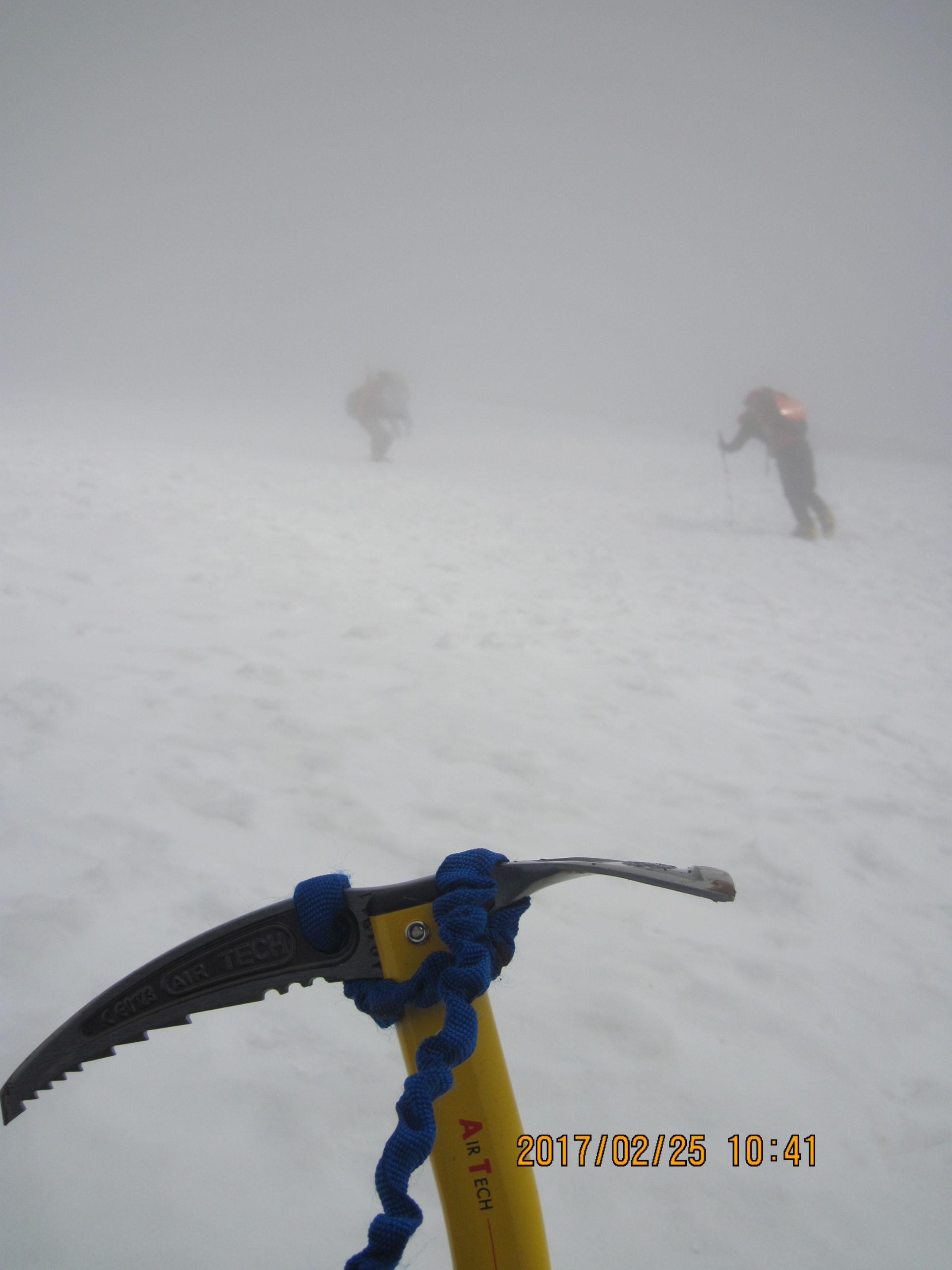 伊吹山で冬登山|ピッケル