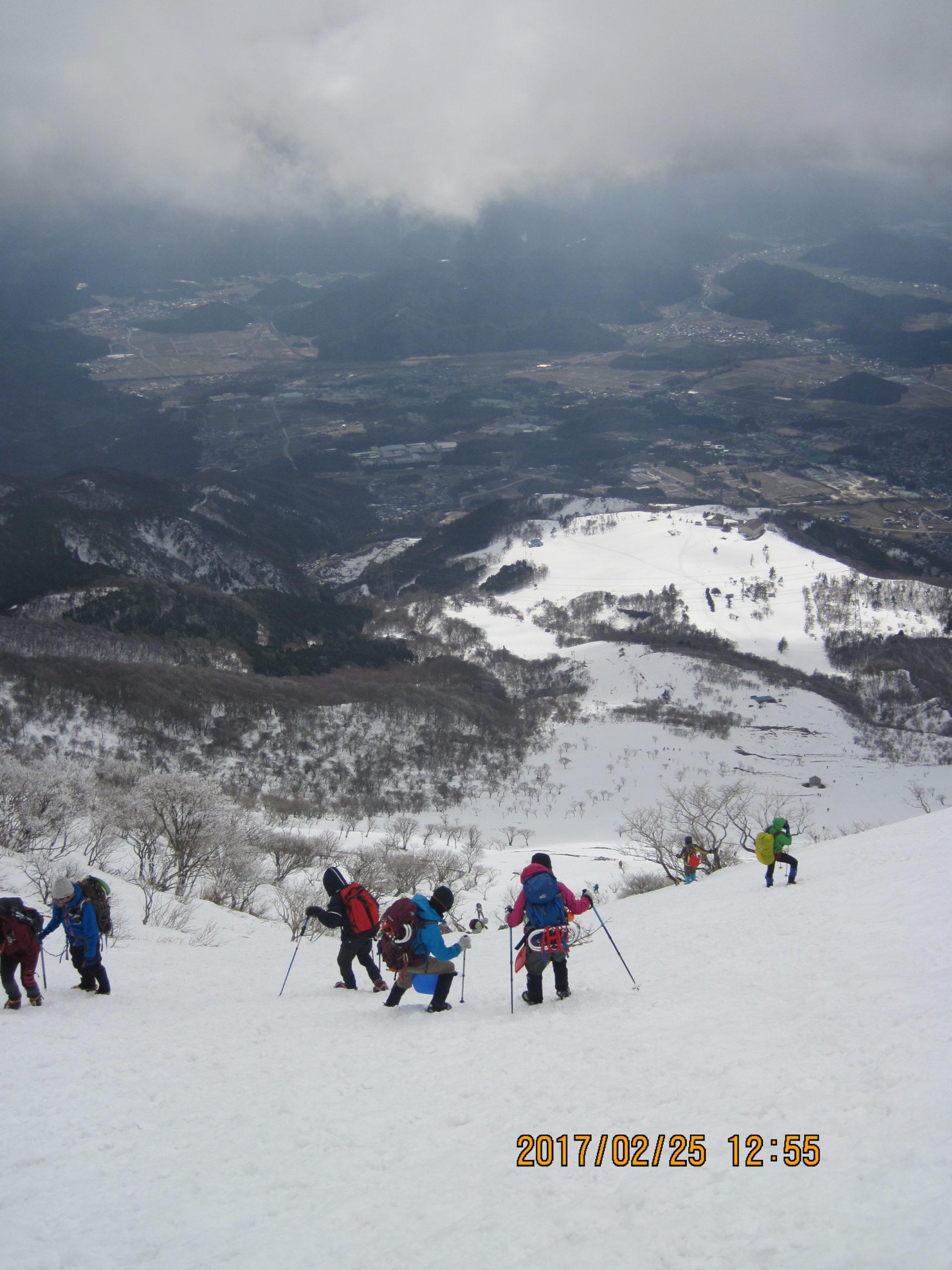 伊吹山で冬登山|ピッケル保険装備