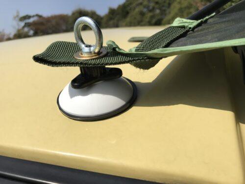 車体フロント側へタープをセット