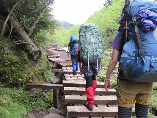 登山ではサポートタイツが必須