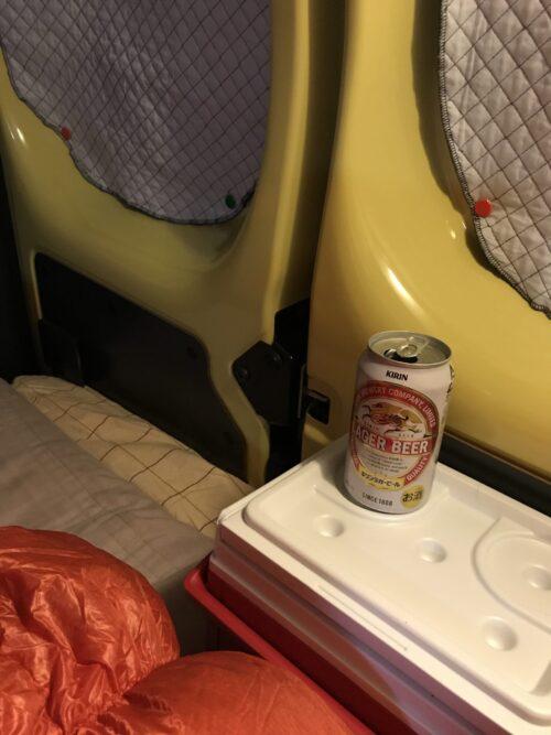 車中泊のクーラーボックス(寝る前にビール飲むだけの人の場合)
