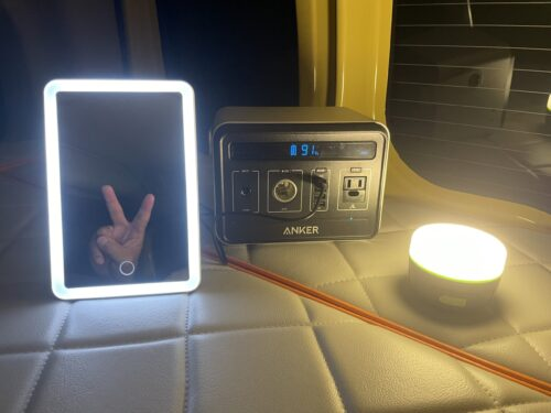 LEDミラーをポータブル電源と併用すれば充電切れを気にしなくていい