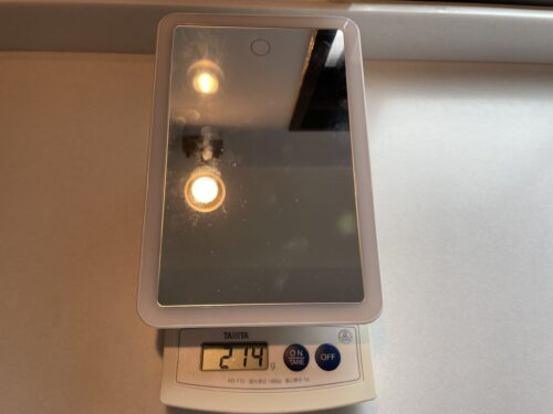 LEDミラーの重さは214g